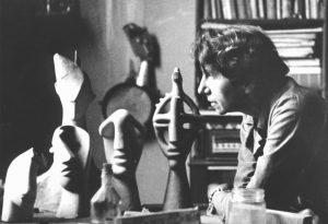 Jeanne Mammen um 1946-47 im Atelier (© Förderverein der Jeanne-Mammen-Stiftung e.V.)