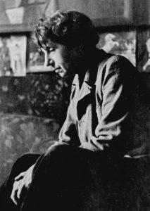 Jeanne Mammen um 1946 im Atelier (© Förderverein der Jeanne-Mammen-Stiftung e.V.)